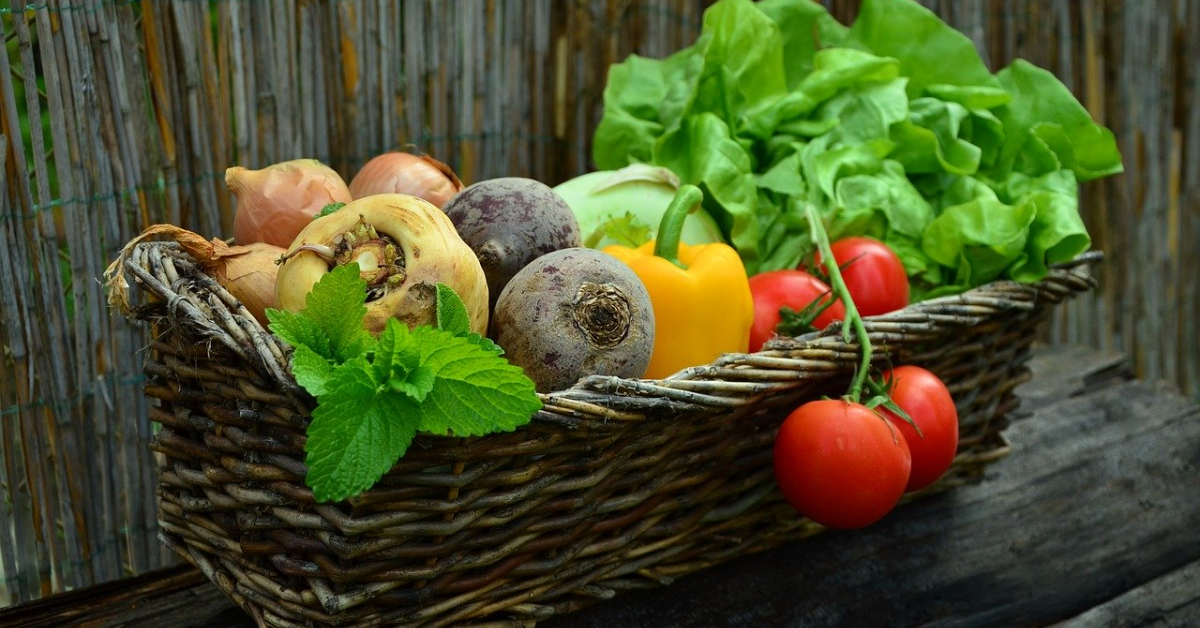 Miniprix vinde în cadrul minimarketului online legume și fructe de la producători locali