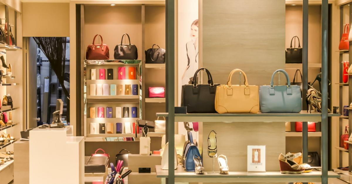 Retailerul de modă Guess înregistrează scăderi considerabile în afacere: pandemia a generat vânzări cu 23% mai mici