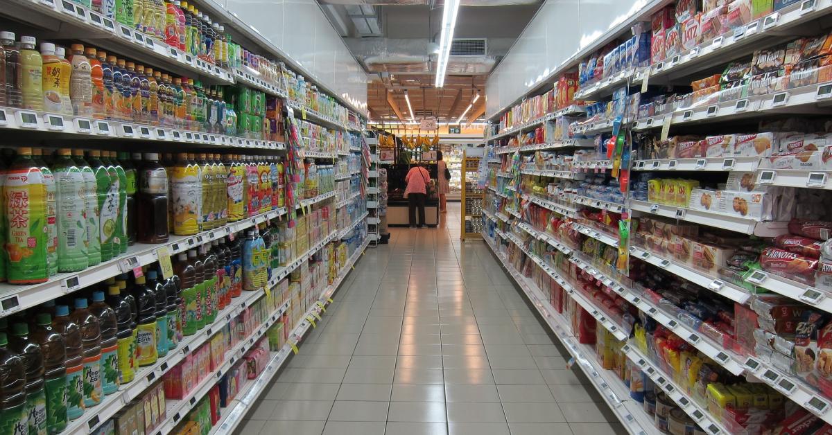 Nielsen: Industria de FMCG se confruntăcu creșteri inevitabile ale prețului, pe fondul majorărilor costurilor de livrare și ale materiilor prime