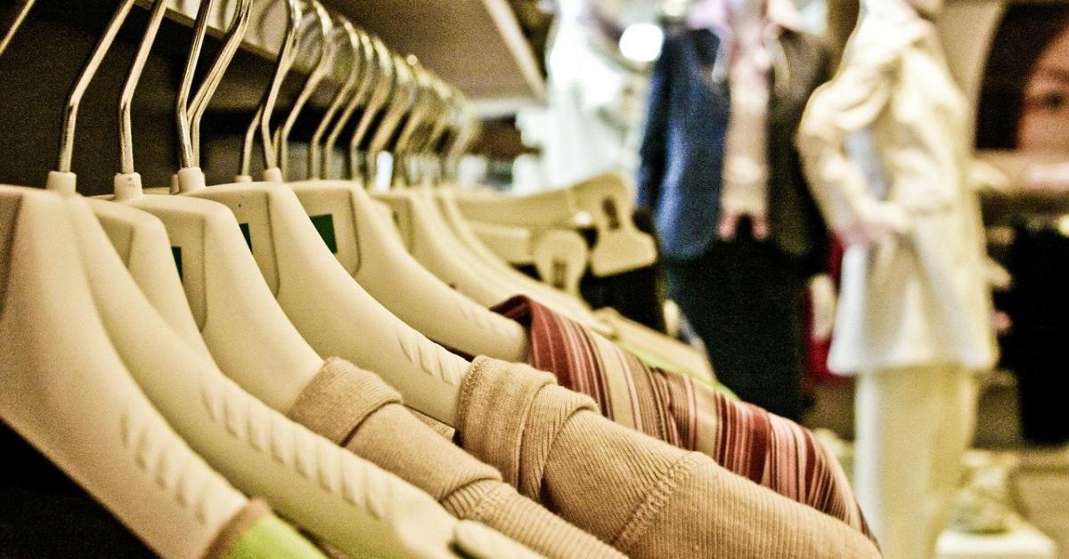 De unde poți cumpăra haine românești: magazine cu ținute realizate de designeri locali